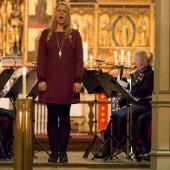 Stine synger julen inn med Forsvarets musikkorps Nord Norge